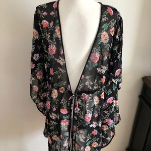 Live 4 Truth kimono size 1X black with pink floral
